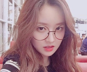 glasses, mimi, and gugudan image