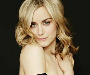 taylor schilling and oitnb image