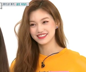 lq, doyeon, and weki meki image