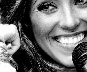 Anahi and singer image