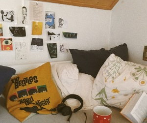 bed, books, and indie image