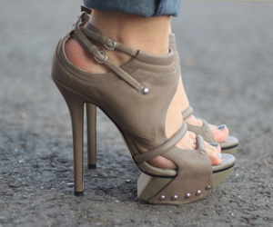 chic, summer, and leather image