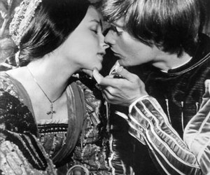 romeo and juliet, kiss, and shakespeare image