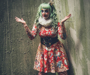 horror, it, and clown-makeup image