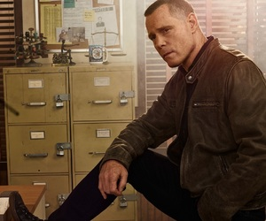 voight, chicago pd, and jason beghe image