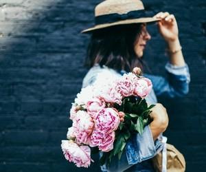 flowers, girls, and ًورد image