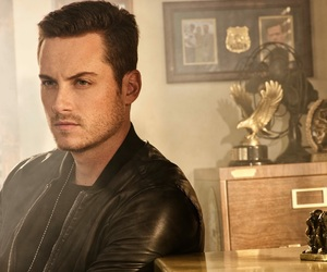 jesse lee soffer, chicago pd, and jay halstead image