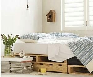 bed and pallet image