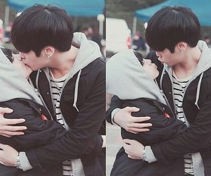 korean, couple, and kiss image