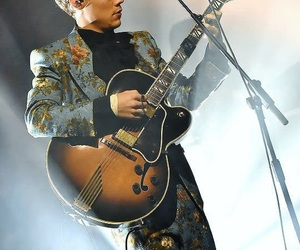 Harry Styles, guitar, and harrystyles image
