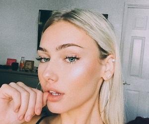 beauty, mollyomalia, and blonde image