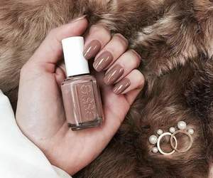nails, brown, and essie image