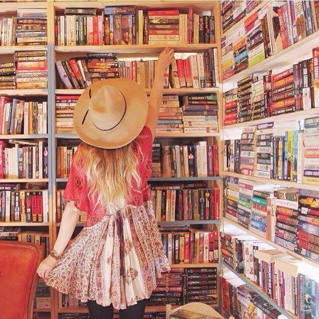 reading, books, and كُتُب image