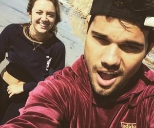 Taylor Lautner and billie lourd image