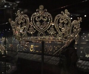 luxury and crown image
