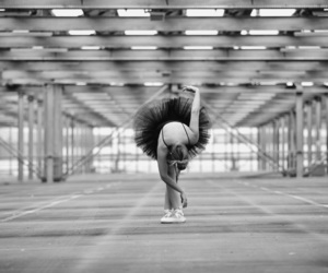 dancer, flexibility, and pointeshoes image