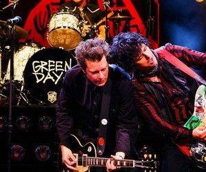 band, billie joe armstrong, and blue image