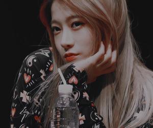 k-pop, rena, and yebin image