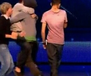 hug, louis tomlinson, and larry stylinson image