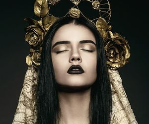 gold, black, and crown image