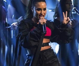 demi lovato, performance, and 2017 image