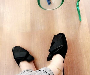 girls, shoes, and بُنَاتّ image