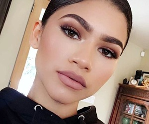zendaya, makeup, and eyebrows image