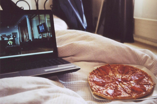pizza, bed, and indie image