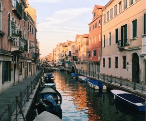 feed, gondola, and italy image