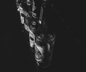 beer, black and white, and cerveza image