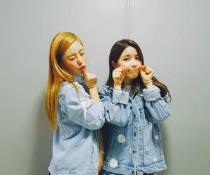 solar, whee in, and hwasa image