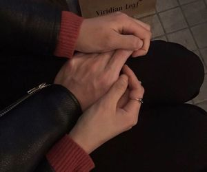 aesthetic, grunge, and holding hands image