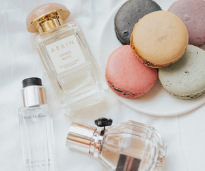 perfume and ‎macarons image