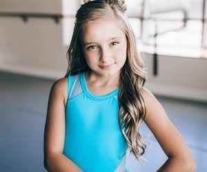 dance, nia sioux, and jojo siwa image