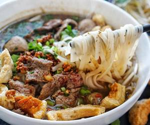 beef, crispy, and garlic image