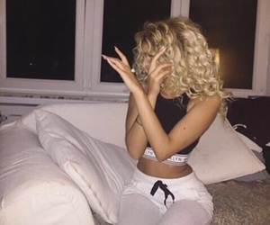 blonde, body, and curly hair image
