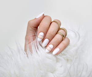 blog, gold, and manicure image