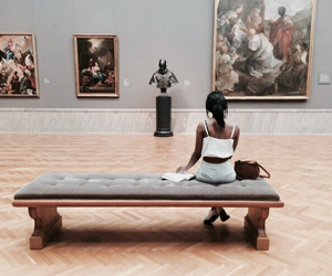 girl and museum image