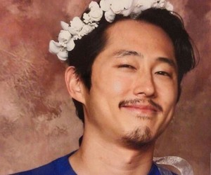 the walking dead, steven yeun, and glenn rhee image