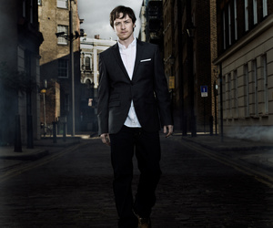 actor, james mcavoy, and photoshoot image