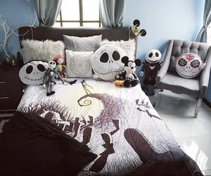 Halloween and room image