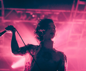 the 1975 and pink image