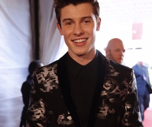 shawn mendes and iheart awards image