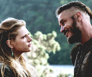 smile, vikingos, and vikings image