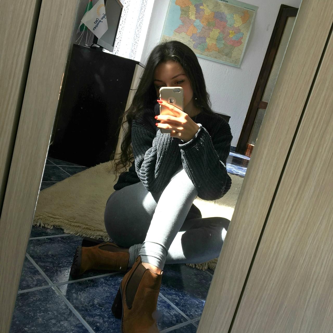 How do you take a mirror selfie
