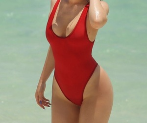 kylie jenner, summer, and beach image