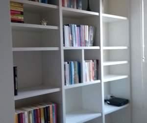 books, bookshelf, and decoração image