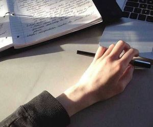 hand and studying image