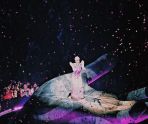 katy perry, Queen, and witness image