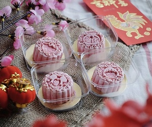 ice cream, pink, and moon cake image